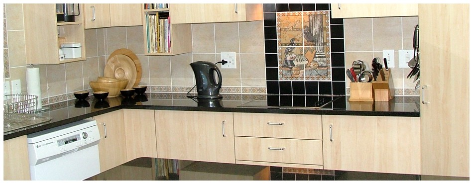 Cheap kitchen cabinets gauteng 3 compartment locker for Kitchen cabinets gauteng